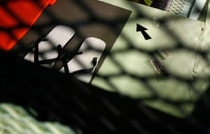 Gallery Guantanamo Bay : An arrow points the way to mecca inside a cell in Guantanamo Bay