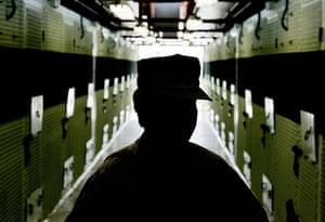 Gallery Guantanamo Bay : A guard at Guantanamo Bay detention centre