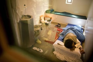 Gallery Guantanamo Bay : An inmate sleeps in a cell at Guantanamo Bay