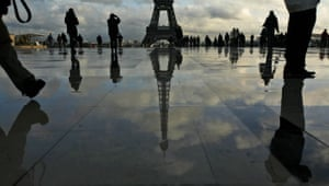 Gallery 24 hours in pictures: Tourists gather at the Place du Trocadero