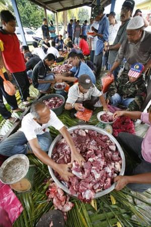 Gallery Eid al-Adha: Muslim villagers prepare meat