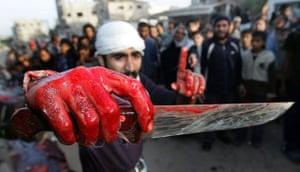Gallery Eid al-Adha: A Palestinian man shows his knife