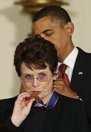 Barack Obama presents the medal of freedom to tennis legend Billie Jean King at the White House