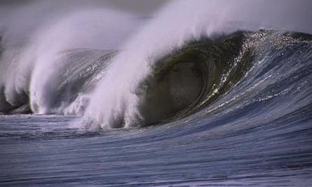 Breaking waves in the Pacific Ocean