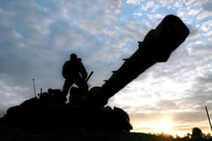 Gallery Gaza: An Israeli soldier prepares a machine gun on a tank