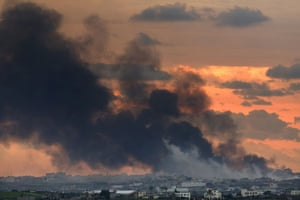 Gallery Gaza: Smoke billowes from Gaza following an Israeli airforce strike