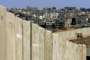 Gallery Gaza then and now: Rafah town and protective barrier in 2005
