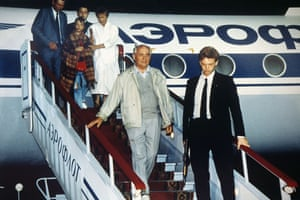 Gallery 1990s recession: Soviet President Mikhail Gorbachev returns after a coup
