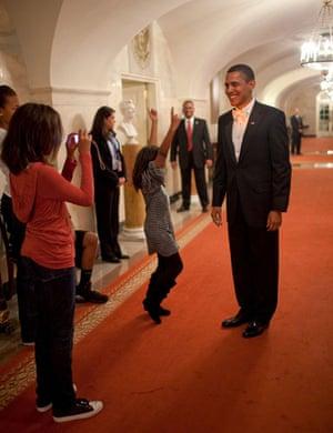 Gallery Obama: the new president: Malia, Sasha and Barack Obama