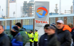 Gallery Oil refineries strike: Protesters demonstrate outside the Total Lindsey oil refinery.