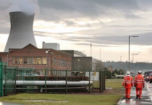 Gallery Oil refineries strike: Workers at the Grangemouth oil refinery in Scotland.