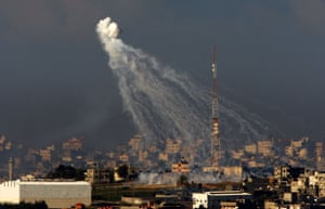 Gallery Israeli troops enter Gaza: A smoke bomb explodes over the northern Gaza Strip