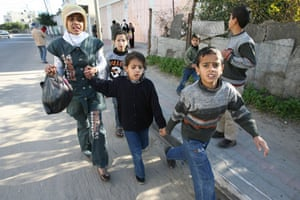 Gallery Israeli troops enter Gaza: Palestinians flee the Jabalia refugee camp in the northern Gaza Strip