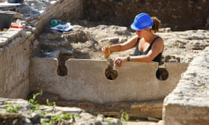 Roman amphitheatre: British archaeologists unearth Roman amphitheatre