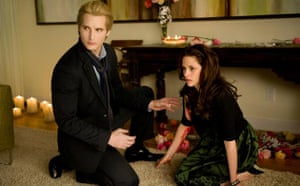 Twilight New Moon: Twilight New Moon: Bella (Kristen Stewart), Carlisle (Peter Facinelli)