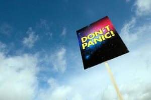 Hitchcon 2009: A Don't Panic sign at Hitchcon 2009