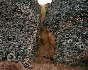 Edward Burtynsky Oil: Oxford Tire Pile #8, Westley, California, USA 1999