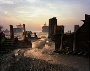 Edward Burtynsky Oil: Shipbreaking #13, Chittagong, Bangladesh 2000