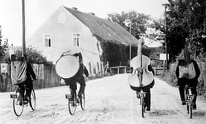 Bike blog:  Musicians Touring The Countryside, On Their Bicycles In France During Wwii