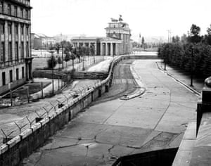Berlin Wall: 1962: The Berlin Wall with the Brandenburg Gate in the background