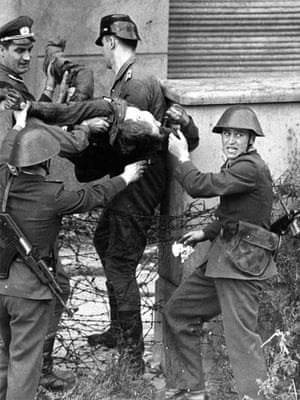 Berlin Wall: 1962: Dying Peter Fechter is carried away by East German border guards