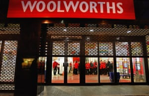 Recession 2009: Woolworths staff at the closure of the Argyll Street branch in Glasgow