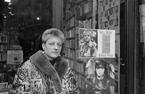 Herta Müller outside a Paris bookstore