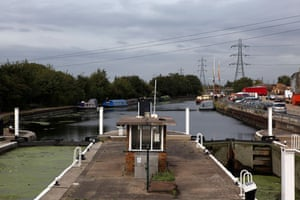 River Lee: Ferry Lane locks, Tottenham in north London