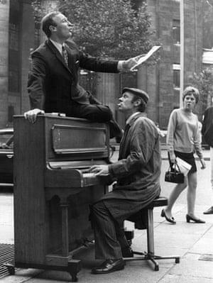 Edward Woodward obit: 1969: Edward Woodward singing  with Russell Hunter