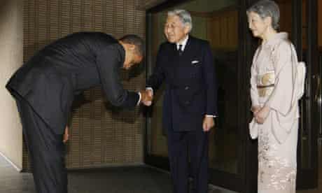 Barack Obama bows to Emperor Akihito