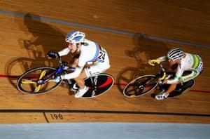 24sport: Winner Giorgia Bronzini leads out Belinda Goss in the Women's Points Race