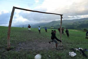 24sport: South African children play football in the mountains of Eastern Cape