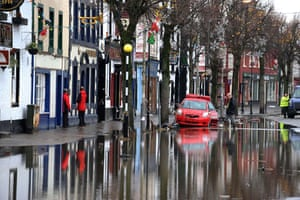Cockermouth floods: Abandoned cars in Cockermouth High Street in Cumbria