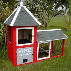 Gifts for pets: firestation hutch