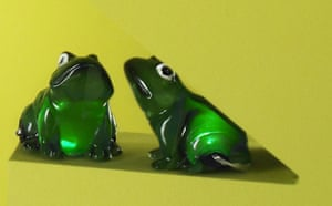 Green Xmas gifts list: Weekend magazine : Solar-powered frog lights