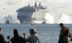 Titanic Times Five Oasis Of The Seas Aims To Leave Cruise Rivals - Titanic vs cruise ships today