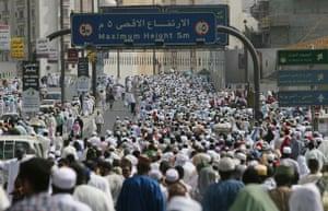 Mecca Hajj: Muslim pilgrims crowd the roads leading to the Mecca's Grand Mosque