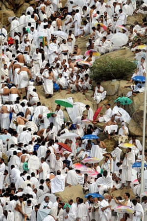 Mecca Hajj: Muslim pilgrims gather on the Mountain of Mercy at Arafat