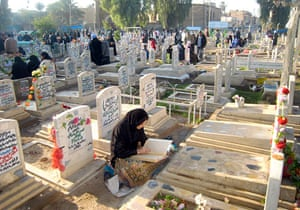 Eid al-Adha: Iraqis pray at the grave side of relatives in Baghdad