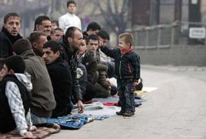 Eid al-Adha: Kosovar Muslims pray in the streets