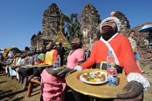 monkey bufett in Thailand: monkey bufett in Thailand