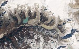 Satellite Eye on Earth: Bhutan Table Mountain : Luggye Lake glacier, Raphstreng Lake
