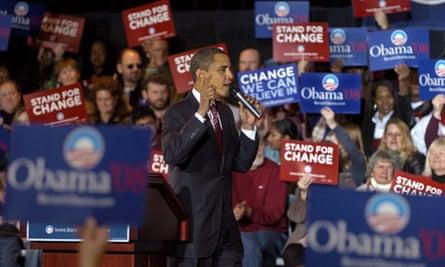Senator Barack Obama campaigns for Democratic vote in Iowa