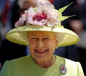 Queen Elizabeth II: 2007: Queen Elizabeth II at NASA's Mission Control in Greenbelt, Maryland