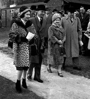 Queen Elizabeth II: 1962: Queen Elizabeth II and the Queen Mother at a race meeting
