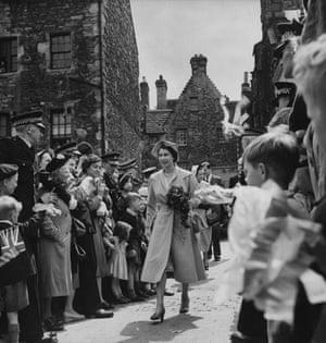 Queen Elizabeth II: 1952: Queen Elizabeth II on a visit to the Scottish Craft Centre, Edinburgh