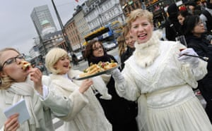 Copenhagen diary: Women acting as Lobbyists for Profitable Climate Change in Radhuspladsen