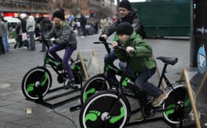 Copenhagen Diary: COP15 : Danish people try out bicycles being set up to produce electricity