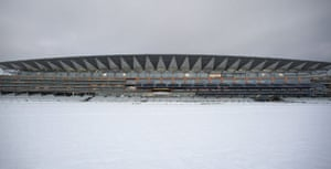 Snow in the UK: Snow covers the track at Ascot Racecourse