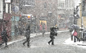 Snow in the UK: Blizzard conditions in the centre of York as snow continues to fall